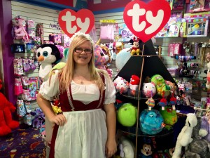 FriendlystaffmembersservecustomersatDollandToyShop